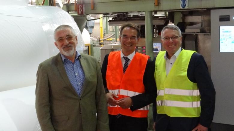 Ingbert Liebing mit Arne Rüstemeier bei Mitsubishi HiTec Papers