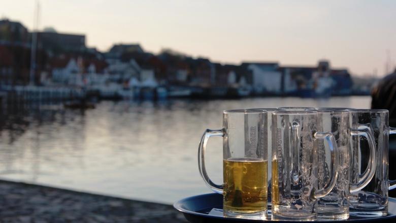 Bierchen an der Hafenspitze