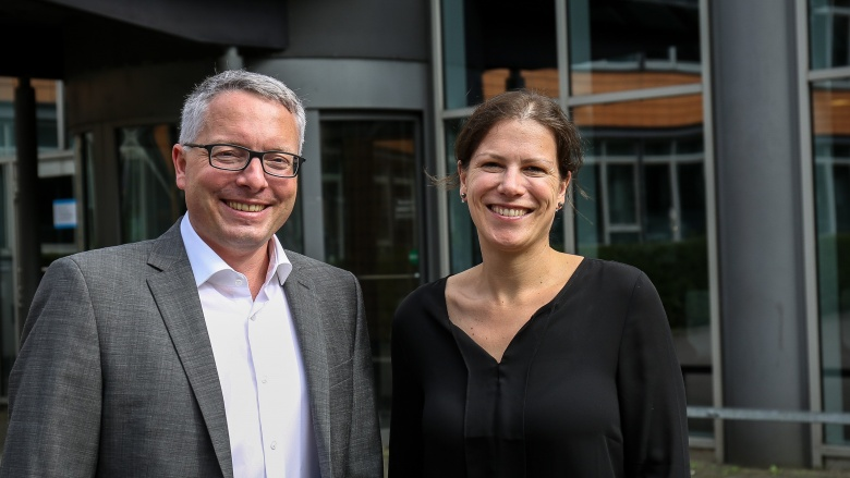 CDU-Fraktionsvorsitzender Arne Rüstemeier mit Staatssekretärin Kristina Herbst