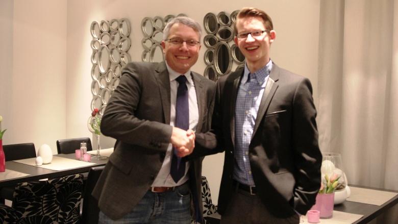 Von Vorsitzendem zu Vorsitzendem: Arne Rüstemeier gratuliert