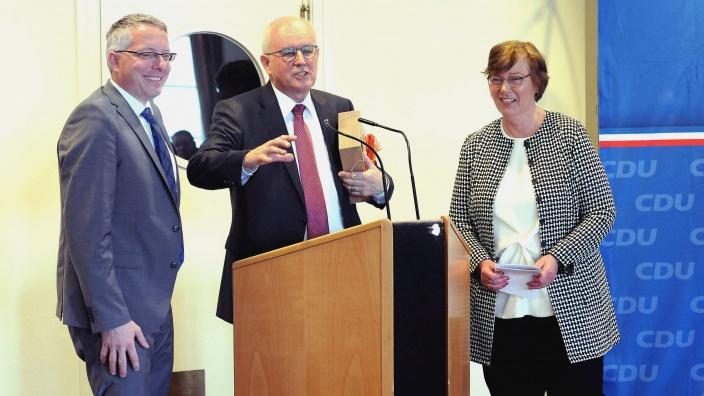 Volker Kauder, Vorsitzender der CDU/CSU-Bundestagsfraktion, mit Dr. Sabine Sütterlin-Waack und Arne Rüstemeier