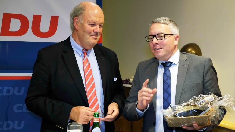 Arne Rüstemeier dankt Innenminister Grote