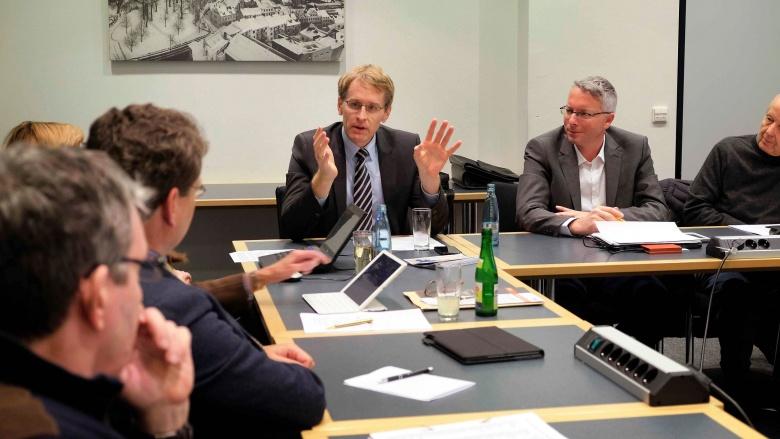 Daniel Günther, MdL, im Gespräch mit der CDU-Ratsfraktion