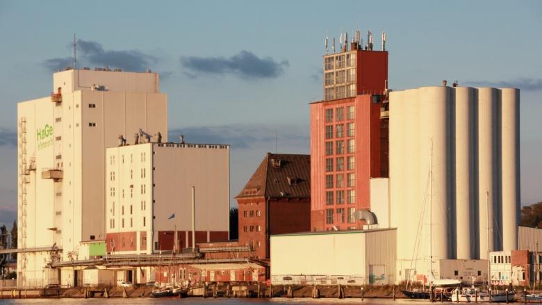 Hafen-Ost-Ansicht mit Silos