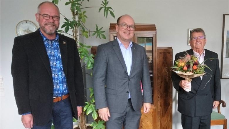 Mit Stadtpräsident Hannes Fuhrig: Kurator Dornburg und Max Stark
