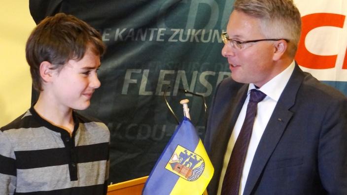 """Übergabe des Preises """"Um Flensburg verdient gemacht"""" an Ben Ullmann"""